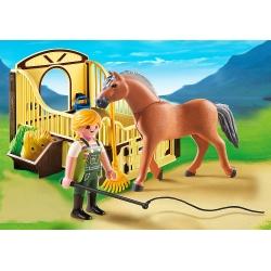 Fjordský kůň se stáním