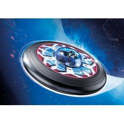 Super létající talíř s mimozemšťanem